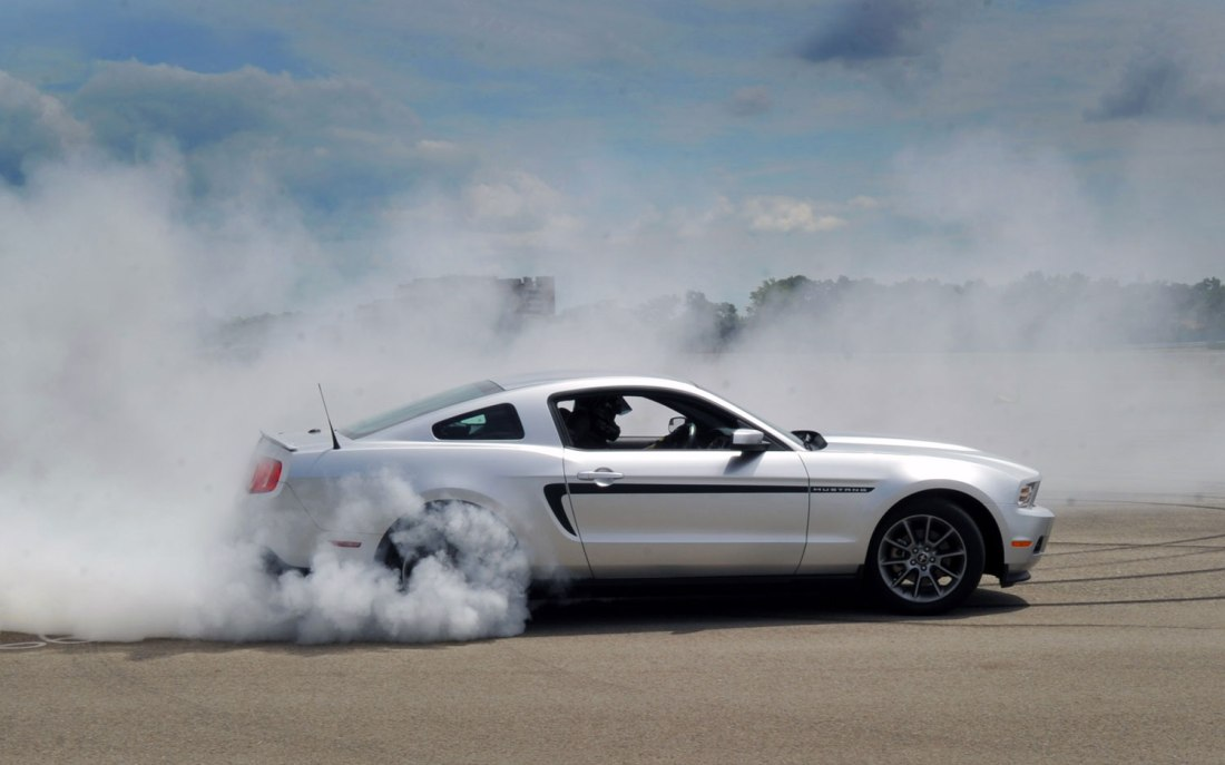 2012-mustang-gt-drifting-smoking-tires.jpg